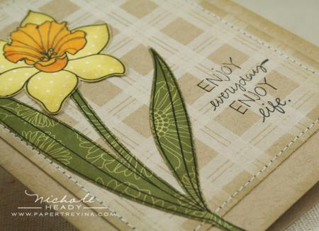 Paper pieced daffodil closeup