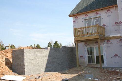 Retaining wall left