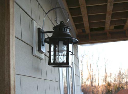 Front lantern closeup