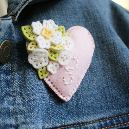 Brooch Flower Zoom