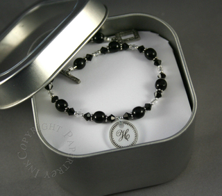 111107_bracelet_in_tin
