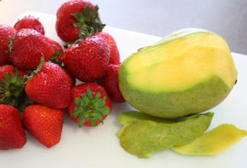 Strawberry_mango_salsa_supplies