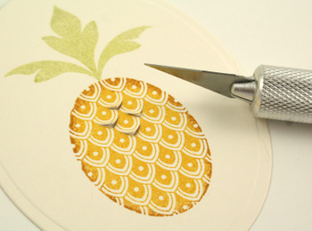 Cutting_pineapple