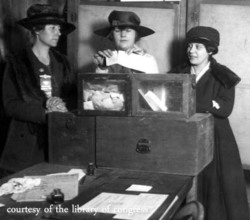 Women_vote_ny_1917